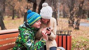 Communication par l'intermédiaire de Smartphone banque de vidéos