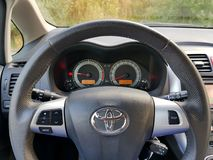 Commutateur de commande de croisière de voiture japonaise avec le grand affichage de navigation Image stock