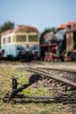 Commutateur de main sur les voies de train photos libres de droits