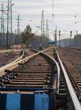 Commutateur ferroviaire avec des rails ? l'horizon photo libre de droits