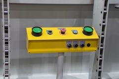 commutateur vert de poussée de boutons photographie stock libre de droits
