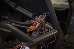 Commutateurs et câblage colorés photo stock