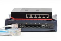 Commutatore di Ethernet isolato e lan del router sui precedenti bianchi Fotografia Stock Libera da Diritti