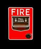 Commutatore rosso dell'allarme antincendio su isolamento nero Fotografia Stock Libera da Diritti