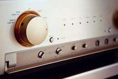 Commutatore stereo d'annata della manopola del selezionatore di fonte dell'amplificatore audio Immagini Stock Libere da Diritti