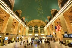 Free Commuter Rail Grand Central Terminal GCT New York With American Flag, Iconic Clock Atop Information Booth, Display Panel Royalty Free Stock Photo - 182372585