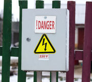 Commuti il pannello di controllo il pericolo di 220 volt Fotografia Stock Libera da Diritti