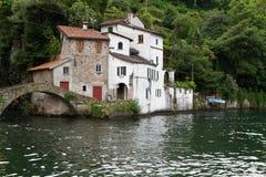 como расквартировывает озеро Италии около села nesso старого Стоковое Изображение