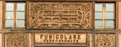 Como - de eindpost van Brunate Funicolar Stock Afbeelding