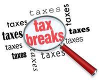 Como encontrar reduções de impostos - lupa Imagens de Stock