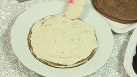 Como fazer o bolo do crepe do oreo vídeos de arquivo