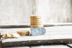 Como fazer o dinheiro em linha fotos de stock royalty free