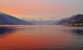 Como lake på solnedgången fotografering för bildbyråer