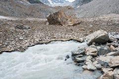 Como os rios começam nas montanhas Foto de Stock Royalty Free