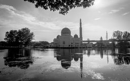 Como-Salam mezquita en Puchong Perdana, Malasia foto de archivo libre de regalías