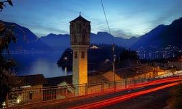 Como sjö på den blåa timmen royaltyfri foto