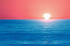 Como una bomba de hidrógeno que es tragada por el mar Foto de archivo libre de regalías