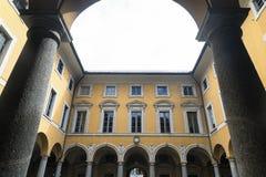 Como y x28; Italy& x29;: corte del ayuntamiento Fotos de archivo libres de regalías