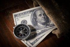 Compás con el dinero en saco de yute Foto de archivo