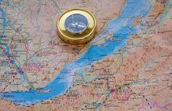 Compás en el mapa Imágenes de archivo libres de regalías