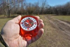 Compás en la mano en un paseo Imagen de archivo libre de regalías