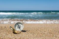 Compás en la playa imágenes de archivo libres de regalías