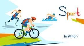 Compétition sportive handicapée de marathon de triathlon d'athlètes Images stock