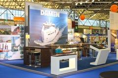 Compañía Damen de la construcción naval del soporte en la exposición Imagenes de archivo