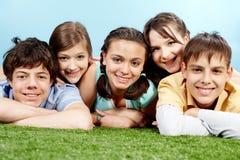 Compañía de adolescencias Fotos de archivo libres de regalías