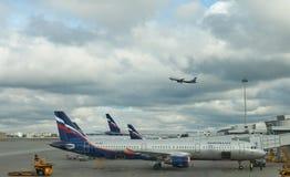 Compañía de Aeroflot en el aeropuerto Sheremetyevo, MOSCÚ, RUSIA Fotografía de archivo libre de regalías