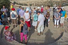 Compañía del viaje en Israel en la Explanada de las Mezquitas imagenes de archivo