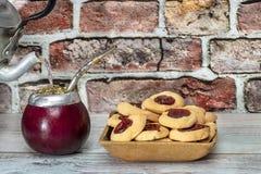 Compañero argentino con las galletas hechas a mano fotos de archivo libres de regalías