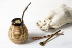 Compañero fresco del yerba con los accesorios Imágenes de archivo libres de regalías