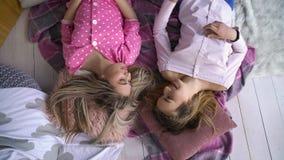 Compañeros adolescentes de la comunicación de los amigos del pasatiempo Foto de archivo