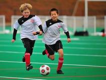 Compañeros de las personas de fútbol de la juventud Foto de archivo libre de regalías
