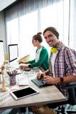 Compañeros de trabajo en el ordenador Fotografía de archivo