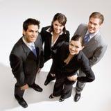 Compañeros de trabajo que se colocan en grupo Fotografía de archivo