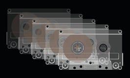 Compacte cassettes op een zwarte achtergrond. Stock Foto's