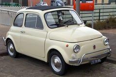 Compacte Klassieke Uitstekende Italiaanse Auto - Fiat 500 Royalty-vrije Stock Foto's