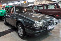 Compacte uitvoerende auto Alfa Romeo 75 Tipo 161, 1986 Stock Foto