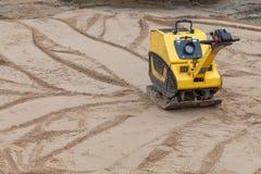 Compacteur de plat à un chantier de construction. Photo stock