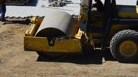 Compactor ролика на месте строительства дорог видеоматериал