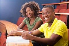 Compagni di classe africani dell'istituto universitario Fotografie Stock Libere da Diritti