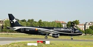 Compagnies aériennes de cosmos, Airbus 320 Photographie stock