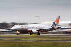 Compagnies aériennes de Jetstar Airbis A320 dans le mouvement Image libre de droits