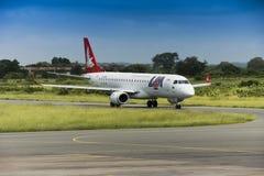 Compagnies aériennes de FUITE, avion à réaction d'Embraer 190 Image stock