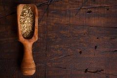 Compagno con il mestolo su fondo di legno immagini stock libere da diritti