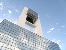 Companhia de negócio do edifício do futurista da alta tecnologia Fotos de Stock