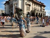 Compania 9 de Romênia no ` internacional de Art District do ` do festival da rua Imagem de Stock Royalty Free