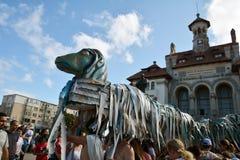 Compania 9 de Romênia no ` internacional de Art District do ` do festival da rua Imagens de Stock Royalty Free